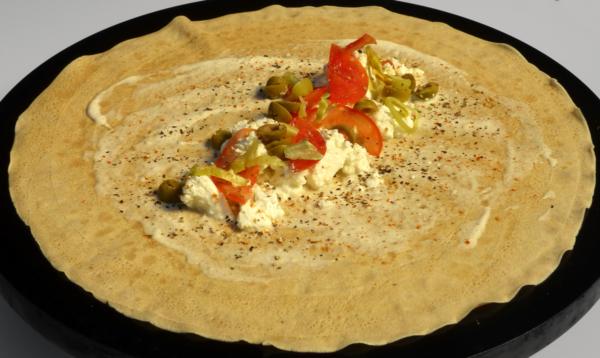 Crêpe Pikant #6: Schafkäse, Crème, Tomate, Olive, Peperoni
